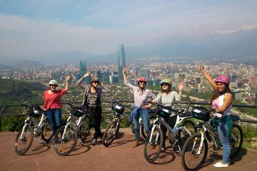 Excursão de bicicleta elétrica pelos parques em Santiago