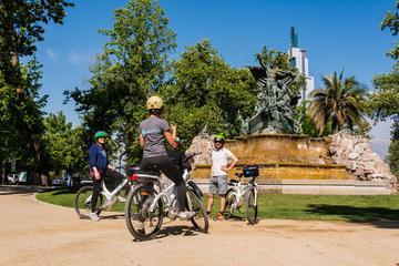 Senderismo histórico y recorrido en bicicleta eléctrica en Santiago