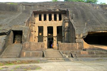 ムンバイからカンヘーリー石窟寺院への半日エクス…