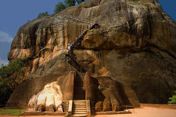 Private Colombo-Sigiriya Transfer via...