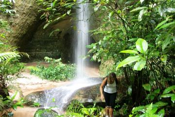 Presidente Figueiredo: excursão a pé diurna e exploração de cavernas...