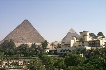Private Guided Day Tour to Giza Pyramids and Saqqara from the Mena House Hotel in Giza