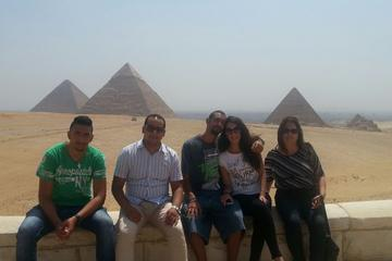 Recorrido de un día por lo más destacado de El Cairo y las pirámides...