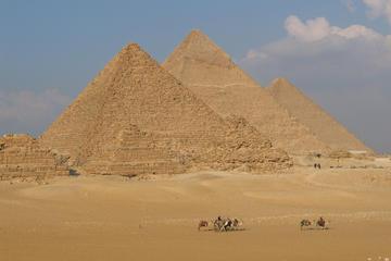 Recorrido privado de un día por Guiza, Saqqara y Menfis desde El Cairo