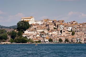 Ganztagstour ab Rom: Bracciano-See und Umgebung; Mittagessen im Preis...