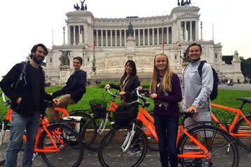 Excursão de bicicleta por Roma: Excursão noturna de bicicleta sobre...