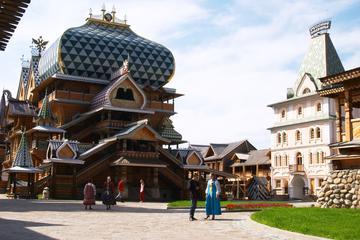 Izmailovo-Kreml mit Matreshka-Malerei...