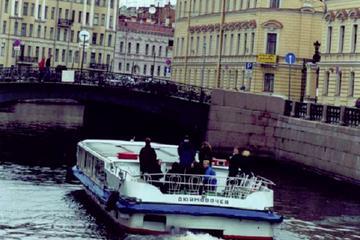 Sortie en bateau public avec guide à Saint-Pétersbourg