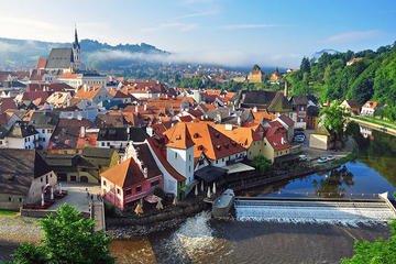 Private Luxury Transfer to Cesky Krumlov from Prague Including Introduction to Cesky Krumlov