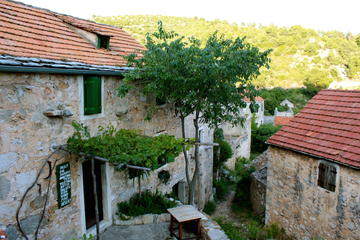 Hvar Abandoned Village Tour and Local Dinner
