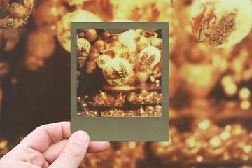 Weihnachtliche Vintage-Fototour mit einer Polaroidkamera in Wien