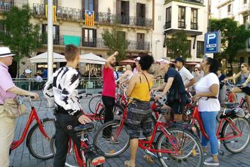 Excursão de bicicleta por Barcelona incluindo almoço com tapas