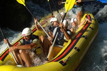 Avventura di rafting sul fiume Cettina con snack e trasferimento da