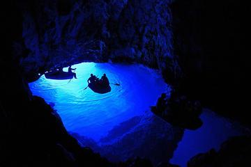 Visite en bateau de la grotte bleue et détente sur la plage de Bisevo...