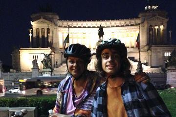 Visite à vélo de nuit à Rome avec un apéritif