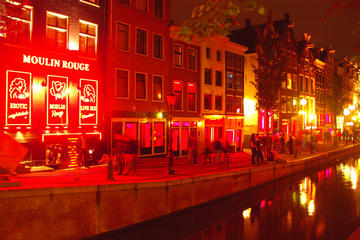 Private Amsterdam Nightlife Walking Tour with Local Guide