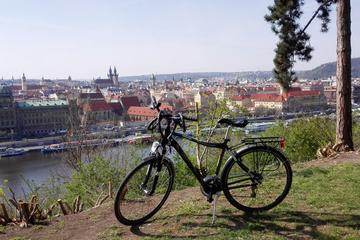 Tour in bici di Praga per piccoli gruppi e visita al castello di