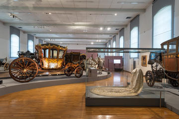 Det kejserliga vagnmuseet i närheten av slottet Schönbrunn ...