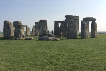 ロンドンからバースとストーンヘンジを巡る終日プライベートツアー