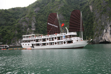 2-Day Oriental Sails Junk Cruise of...