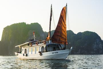 Ganzer Tag Halong-Bucht Ausflug einschließlich Bambusfloß