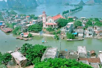 Privater Tagesausflug: Schwimmendes Dorf Van Long und Kenh Ga-Geysir