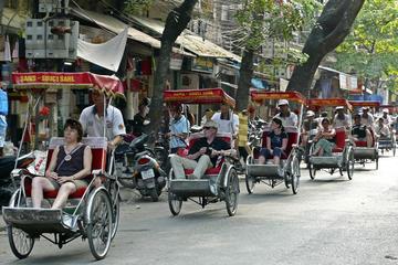 Recorrido para grupos pequeños en taxi triciclo y a pie por Hanói