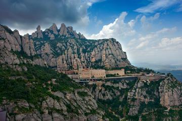 Recorrido privado por Montserrat en...