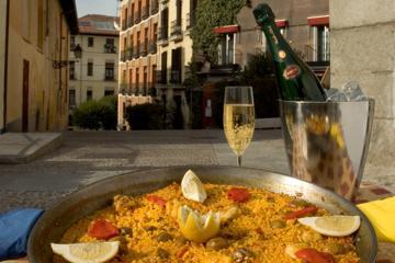 Excursão gourmet a pé de degustação de tapas e vinhos na Antiga...