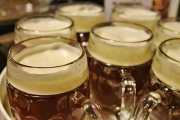 Rundtur till små ölbryggerier i Prag med tjeckiska aptitretare