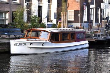Private, geführte Grachtenfahrt in Amsterdam auf einem Salonboot
