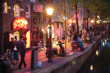 where is the red light district in amsterdam street name