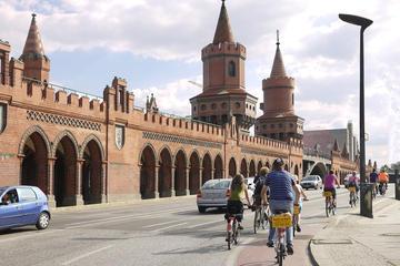 Excursão de bicicleta para grupos pequenos pela Berlim alternativa