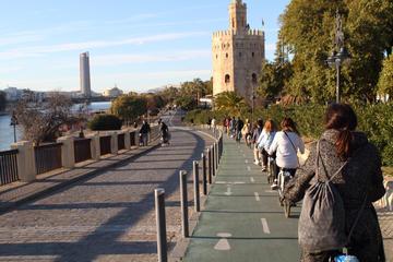 Recorrido en bicicleta por Sevilla siguiendo el río Guadalquivir
