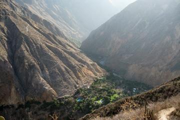 Excursão de 2 dias em grupo para o Cânion de Colca saindo de Arequipa...