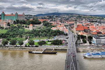Excursão privada de Bratislava saindo de Viena e visita à Fábrica de...