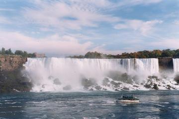 Viator Exclusive: Niagara Falls Discovery Pass and Hard Rock Cafe