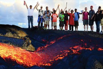 火山の熱い溶岩を見るハイキング ツアー
