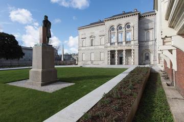 Highlights of National Gallery of Ireland & Oscar Wilde Tour