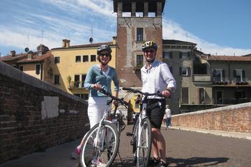 Tour in bici delle attrazioni principali di Verona con pausa caffè o