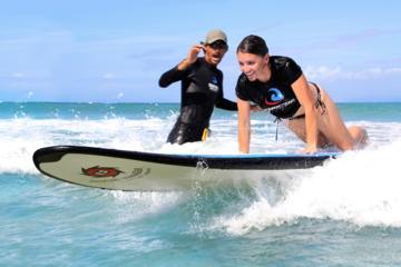 Clases de surf profesional en Playa La Pared en Luquillo