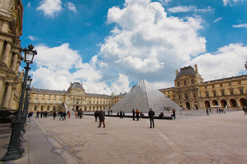 Skip-the-line: Louvre Museum Highlights Semi Private Guided tour