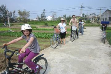 半日のダナンの屋台フードの食べ歩きサイクリングツアー