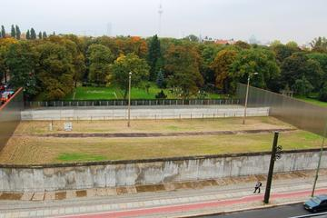 Private Guided Van Tour: Berlin Wall with Living Witness Commentary