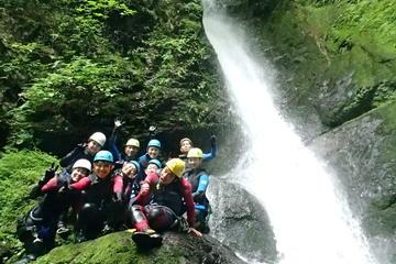 Excursion d'une demi-journée avec canyoning au départ de Tokyo