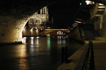 Legends of Paris Night Walking Tour in Spanish