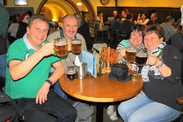 Excursão a pé pela antiga cidade de Praga com cerveja e jantar