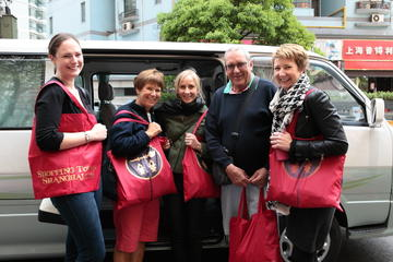 Small-Group Shanghai Shopping Tour Including Banquet Lunch