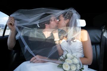 Cerimônia de casamento com limusine...