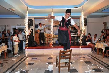Cena e spettacolo in taverna greca tradizionale a Santorini